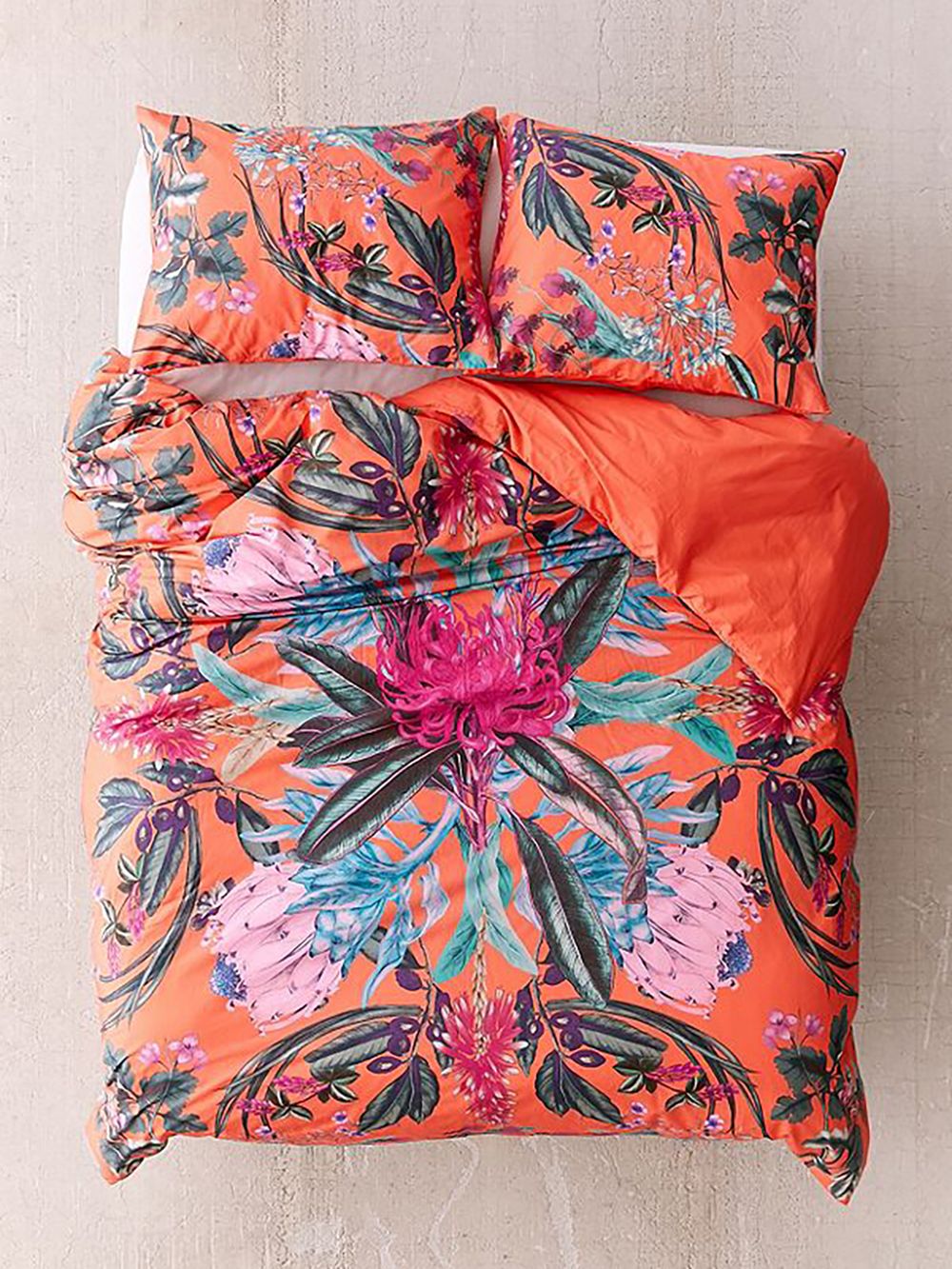 Elle floral scarf duvet cover from urban outfitters - Tropical bedroom- Transform your home into a tropical paradise | Aliz's Wonderland