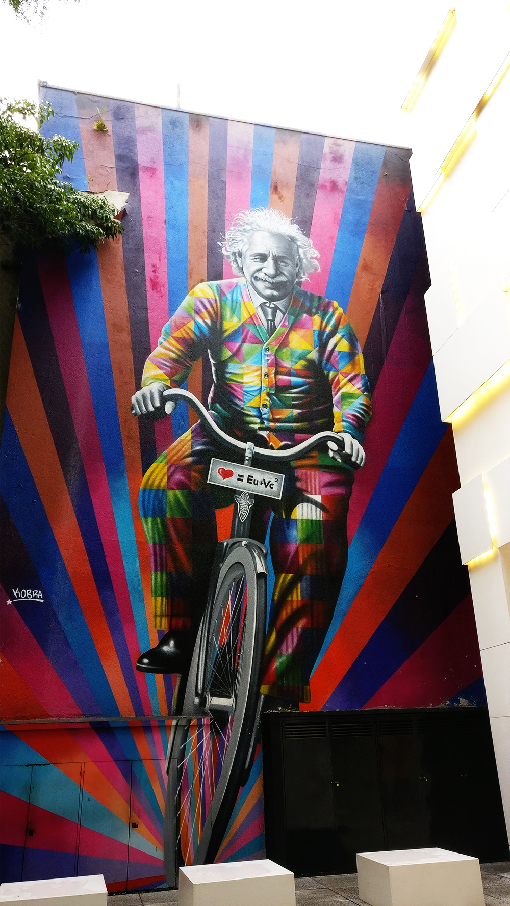 Street art: Einstein mural by Eduardo Kobra on Rua Oscar Freire, São Paulo - 10 things to do and see in São Paulo | Aliz's Wonderland