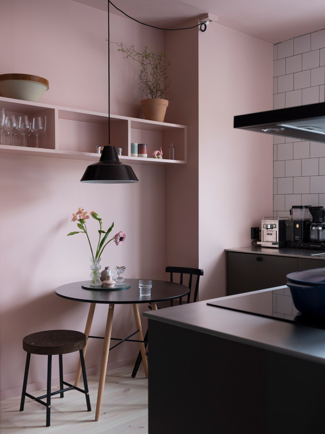 Simple and modern pink kitchen - Warm up your home with pink wall colour | Aliz's Wonderland