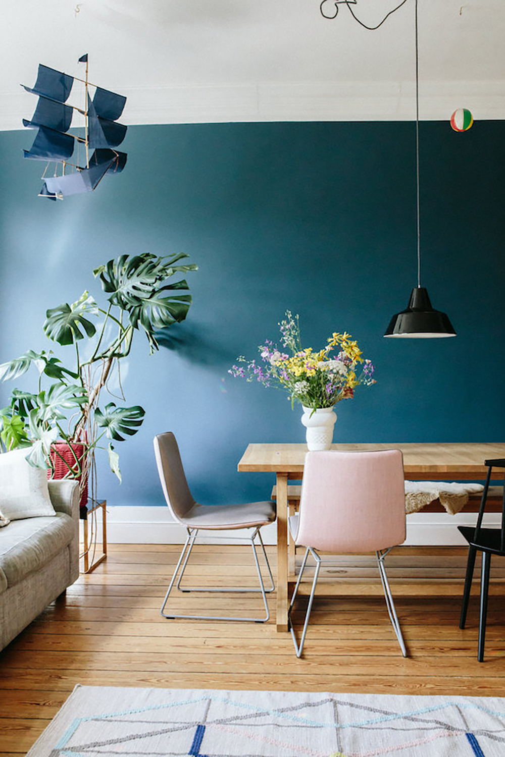 Mid blue shade in the living room is very elegant with the parquet, colourful accessories and bright furniture - 35 ideas for blue wall colour in home decoration | Aliz's Wonderland