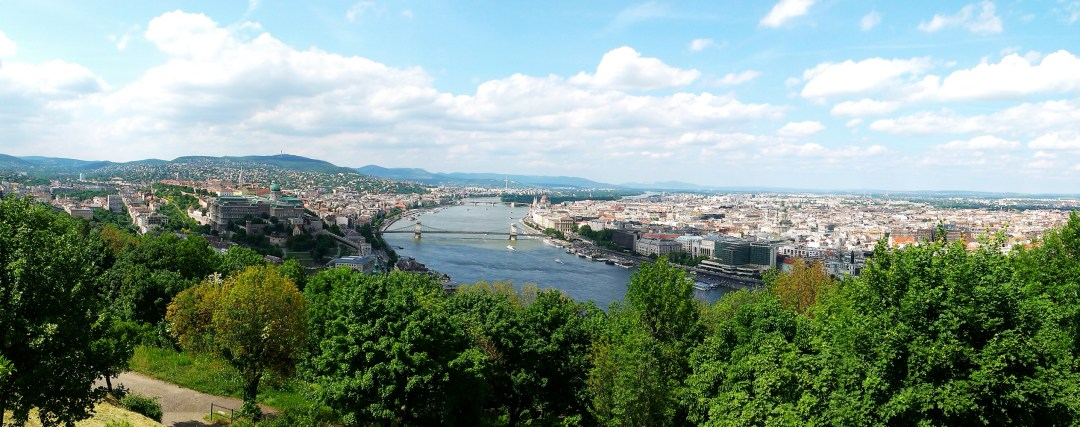Climb up Gellért Hill, not every tourist attraction is pricey - 12 mistakes to avoid when visiting Budapest, Hungary | Aliz's Wonderland #Budapest #Budapestguide #Hungary