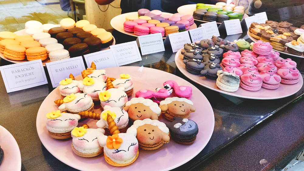 Unicorn macarons in Macaron Heaven manufactory - Unicorn and rainbow food guide to Budapest, Hungary | Aliz's Wonderland #unicorn #unicornfood #budapest #rainbowfood #budapestfood