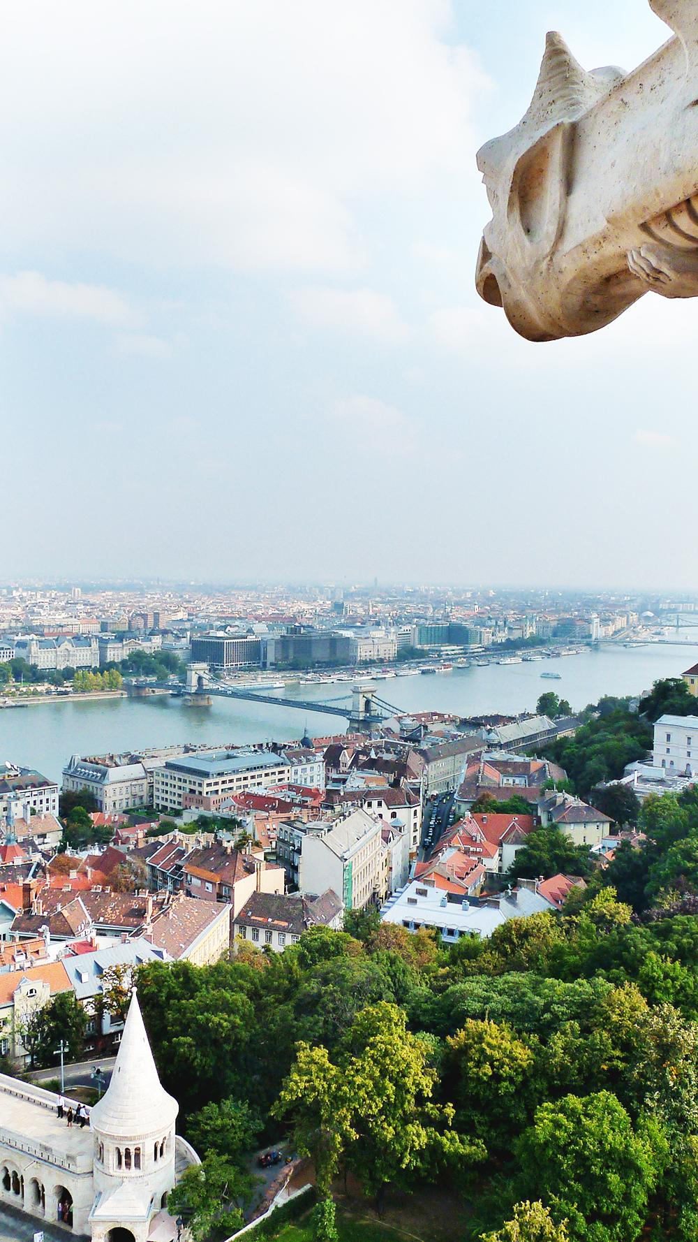 Wander around Castle District, Matthias Church - Budapest bucket list - Top things to do in Budapest | Aliz's Wonderland #travel #Budapest #bucketlist #Budapestbucketlist #printable