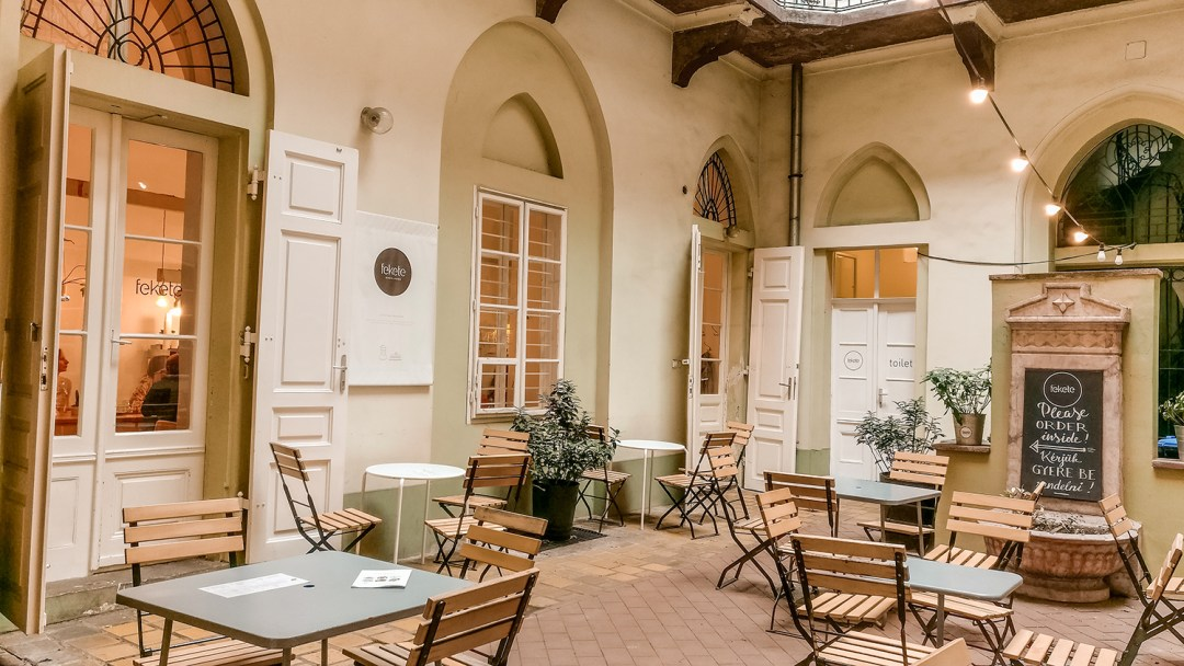 Fekete - Budapest's best breakfast & brunch places in the centre - Deák Ferenc square and Astoria | Aliz's Wonderland