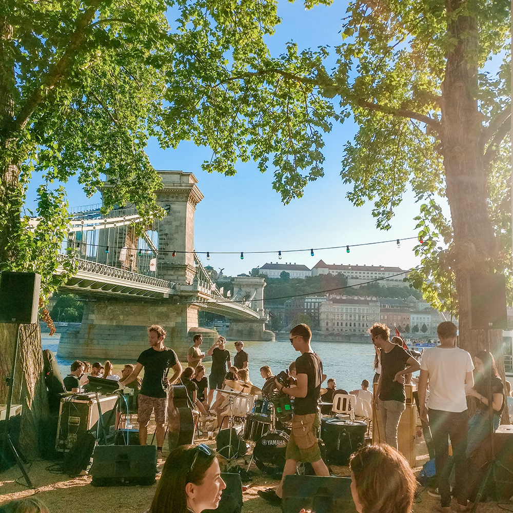 Pontoon - Budapest's best outdoor bars along the Danube, a local's picks | Aliz's Wonderland