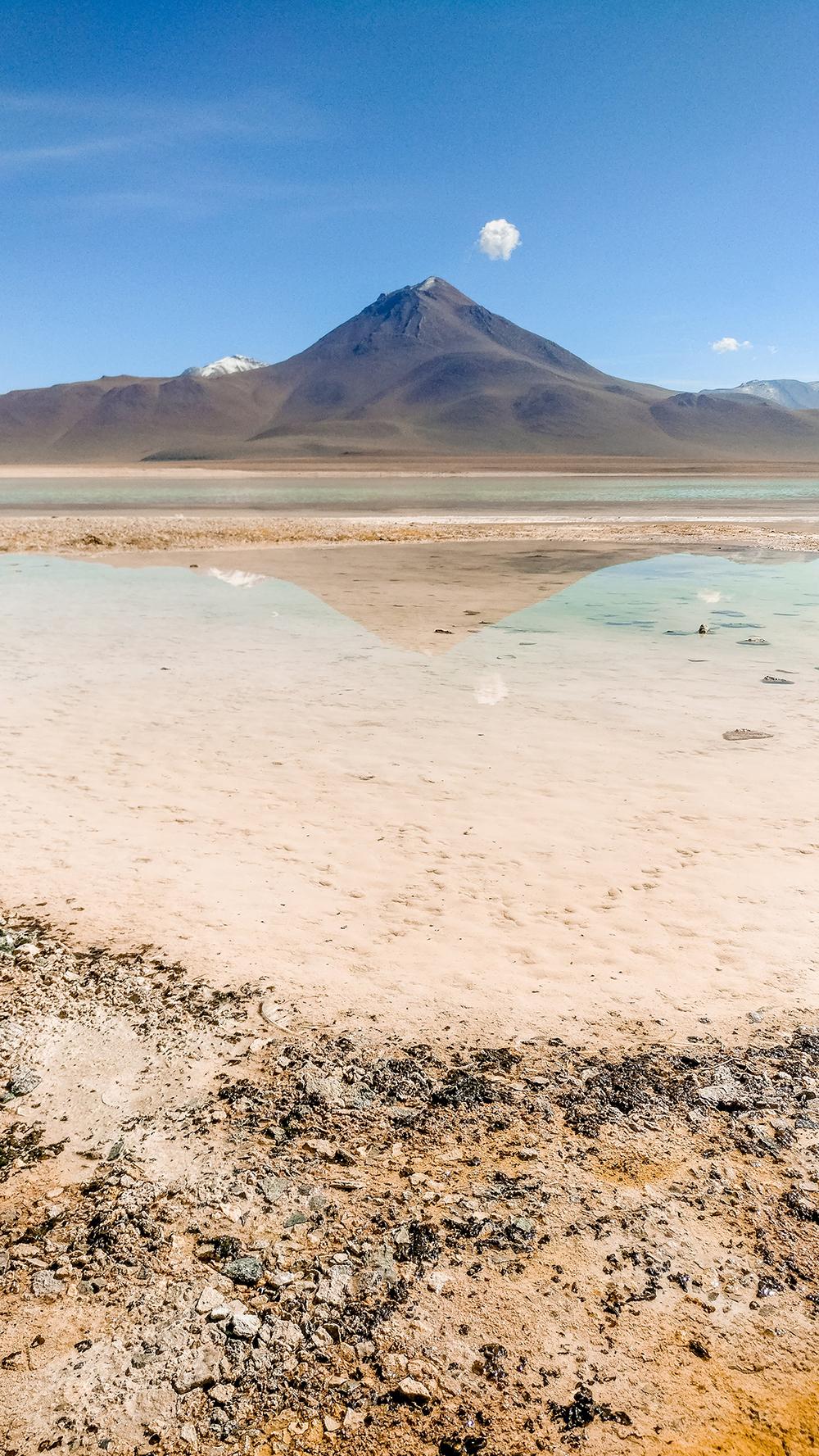 Laguna Blanca (White Lagoon) - How to pick the best Uyuni Salt Flats tour to Bolivia? | Aliz's Wonderland