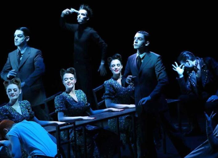 """أنا لست هاملت، ولم أعد أؤدي دوري المسرحي- من عرض """"ماكينة هاملت"""""""