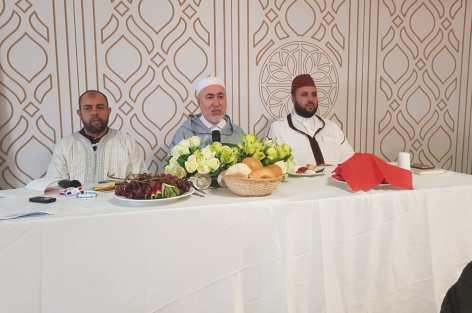 الشيخ الطاهر التجكاني رئيس المجلس الأوربي للعلماء المغاربة يشرف على تأطير مجموعة من حجاج بلجيكا