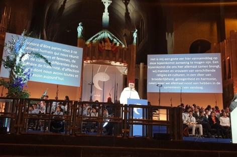 السيد الطاهر التجكاني رئيس المجلس الأوروبي للعلماء المغاربة يشارك في أمسية دينية تجمع مسلمين ومسيحيين ببروكسيل.