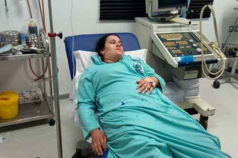 هاجر حمدان شابة في مقتبل العمر ،أعياه المرض بعد تعرضها لحادثة سير مند2004على مستوى الرأس.