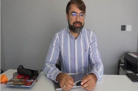 عابد بادل عضو مجلس المستشارين يستعرض عضلته على الساكنة