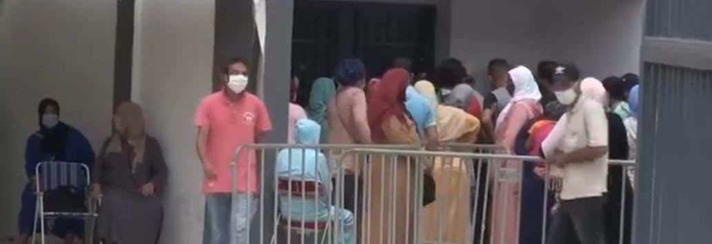 """طوابير المغاربة أمام مراكز تحاليل """"كورونا"""" ينذر بتفشي الفيروس في صفوفهم (صور)"""