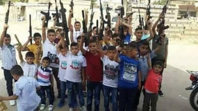 "Photo of صور لأطفال يحملون "" ألعاب أسلحة"" تثير ردود أفعال سلبية على مواقع التواصل الاجتماعي بالحسكة"
