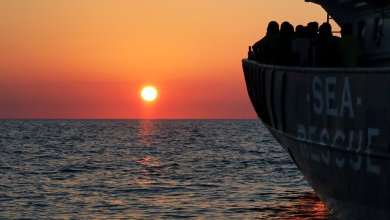 Photo of أنباء عن غرق 100 مهاجر قبالة سواحل طرابلس الليبية