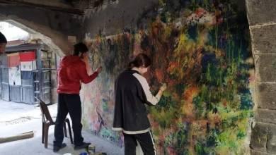 Photo of فعالية فنية تثير الجدل في دمشق القديمة.. ومصطفى علي: الرسوم تنسجم مع طبيعة الحارة