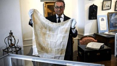 Photo of بينها عينات من حمضه النووي.. مزاد لبيع مقتنيات نابليون