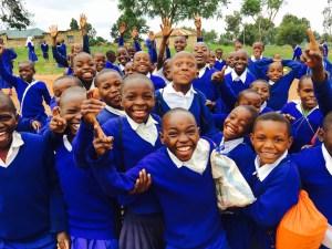 タンザニアの元気な子供たち