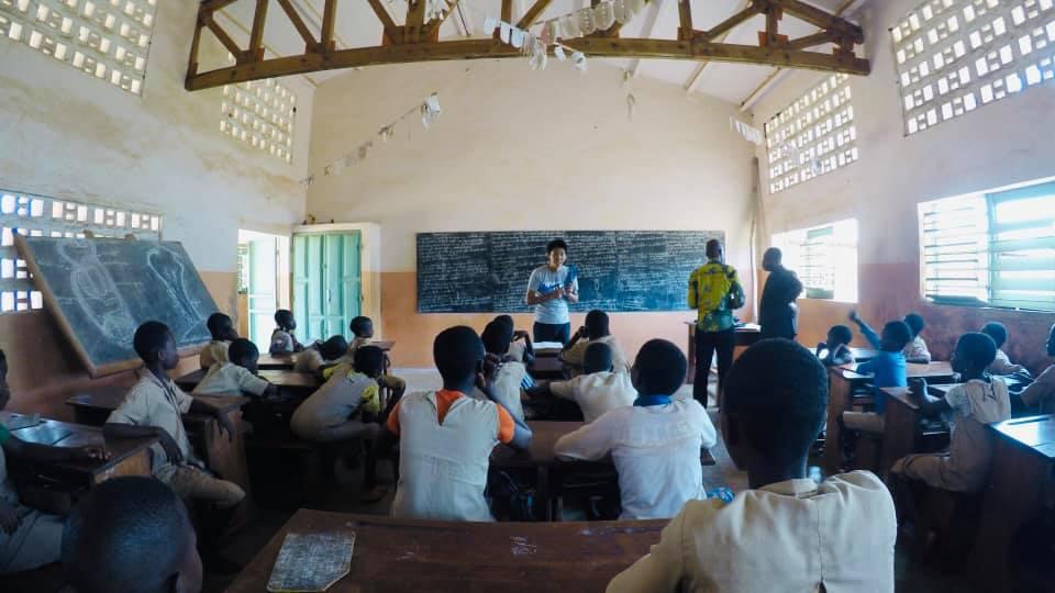 一方通行な体罰に頼るな。参加型授業でベナンに「学ぶ楽しさを!」日本人教師の挑戦
