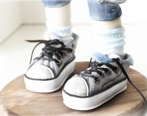 Стильная обувь для кукол. Кроссовки для куклы