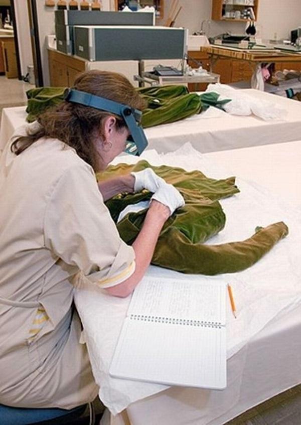 Реставрация знаменитого зеленого платья из бархата