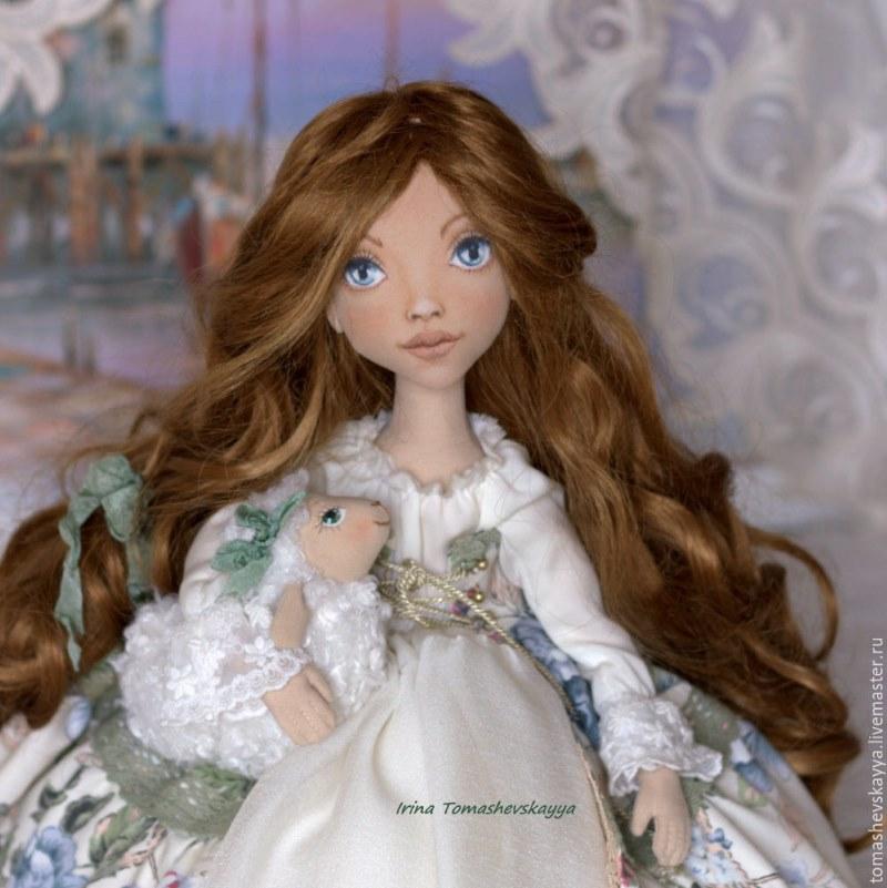 красивая кукла из ткани