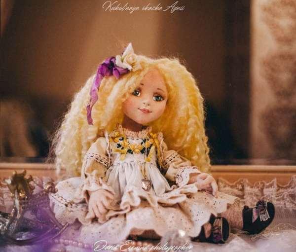 Кукла Златовласка от Агнии