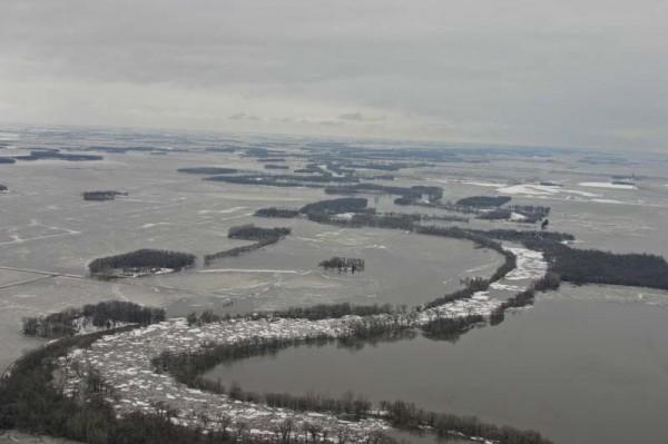 Red River near Oslo, Minnesota, 3 April 2009, photo by David Willis