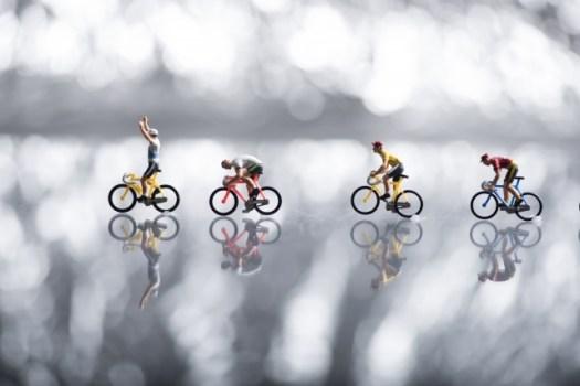 自転車に乗る人ミニチュア