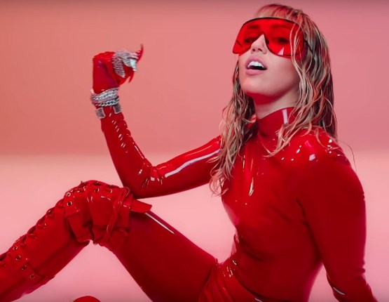 Miley-Cyrus-Mothers-Daughter-1562077012-compressed