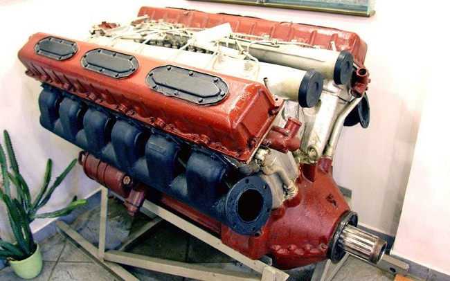 Двигатель В-2 в первоначальном виде провел на массовой военной службе более 20 лет. Отдельные экземпляры на ходу до сих пор. Еще несколько обрели покой в различных музеях.