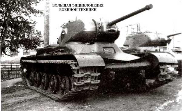 Опытный танк КВ-13 (объект 233) во дворе завода №100. Челябинск, сентябрь 1942 года