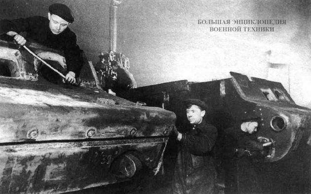 Изготовление бронекорпусов для танков КВ-1 на заводе № 200. Челябинск, зима 1942 года.