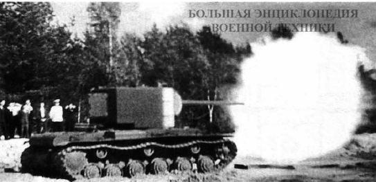 Испытания 107-мм орудия ЗИС-6 (для танка КВ-3) в башне танка КВ-2. Горький, май 1941 года.