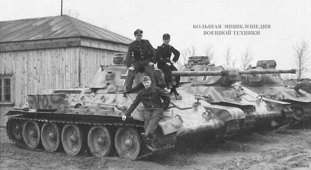 Несколько захваченных немцами советских танков Т-34
