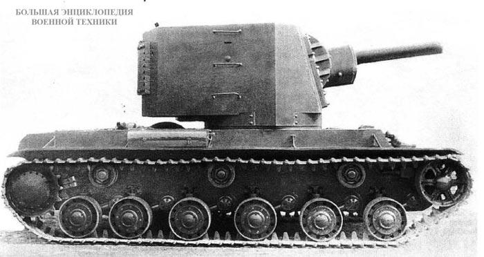 Общий вид танка КВ У-4, крылья «авиационного» типа уже демонтированы. Кировский завод, весна 1940 года.