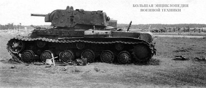 Подбитый артогнем КВ-1