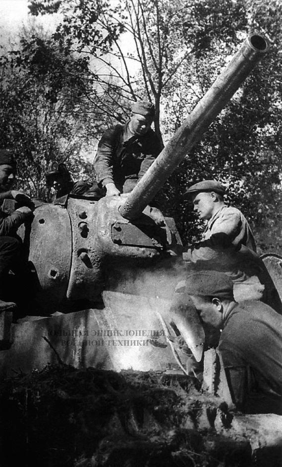 Ремонт танка КВ-1 в полевых условиях