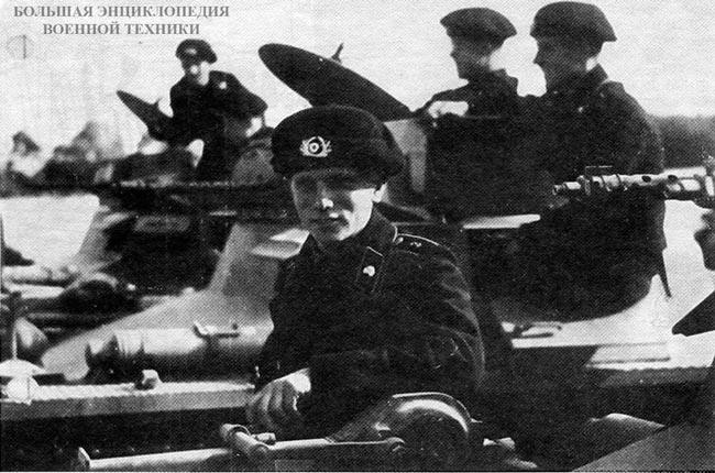 Pz.l Ausf.A и немецкие танкисты крупным планом