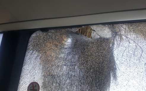חשד לפיגוע ירי לעבר אוטובוס – נפגעת חרדה במקום
