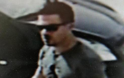 ראיתם אותו? דווחו למשטרה: המשטרה מבקשת את עזרת הציבור באיתור אדם חמוש החשוד במספר עבירות