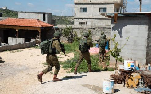 הפיגוע באריאל: שיפור במצבו של החייל שנפצע קשה, יצא מסכנת חיים – המרדף אחרי המחבל נמשך