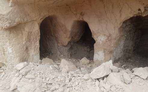 מזעזע: ערבים מיריחו בזזו מערת קבורה וחיללו את הקברים