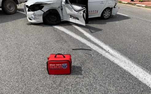 נהג מונית נפצע בתאונה בסמוך למחסום מכבים