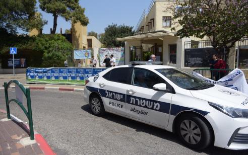 כמעט נגמר באסון: שוטרים לקחו לתחנה ילד שאותר לבדו על שול כביש מהיר – אימו זומנה לחקירה