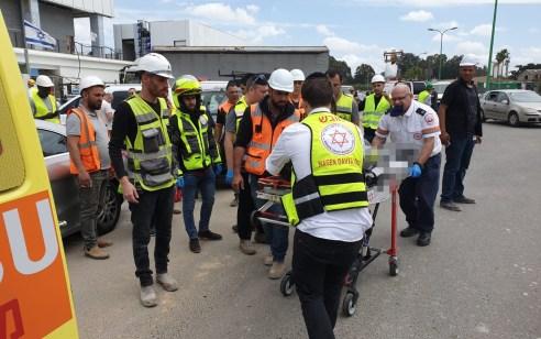 פועל נפגע מחפץ כבד שנפל עליו באתר בניה בפתח תקווה – מצבו בינוני