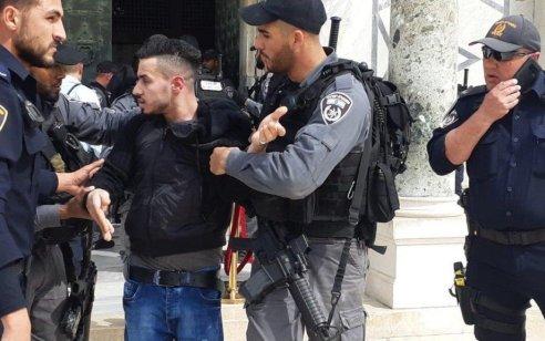 2 ערבים נעצרו לאחר שתלו שלט עם כיתוב מתסיס במטרה לעורר פרובוקציה בהר הבית