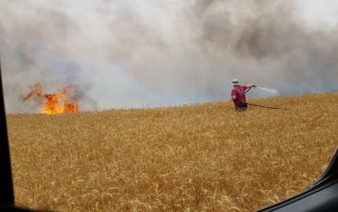 חוזרים לשגרה: 2 שריפות פרצו בעוטף עזה – חוקרי שריפות קבעו שאחת נגרמה מבלון