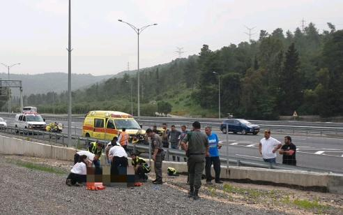 בן 20 נפצע קשה בתאונה בתאונה בין אופנוע ורכב מסחרי סמוך ליוקנעם