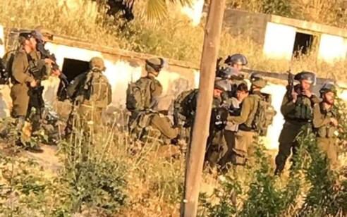 מחבל שהשליך הלילה בקבוק תבערה לעבר עמדה צבאית נורה במהלך נוהל מעצר חשוד ונפצע בינוני