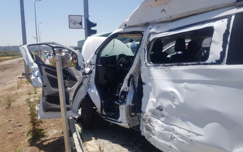 4 פצועים בתאונה בין אוטובוס לרכב הסעות בכביש 75 סמוך לבית מעצר קישון